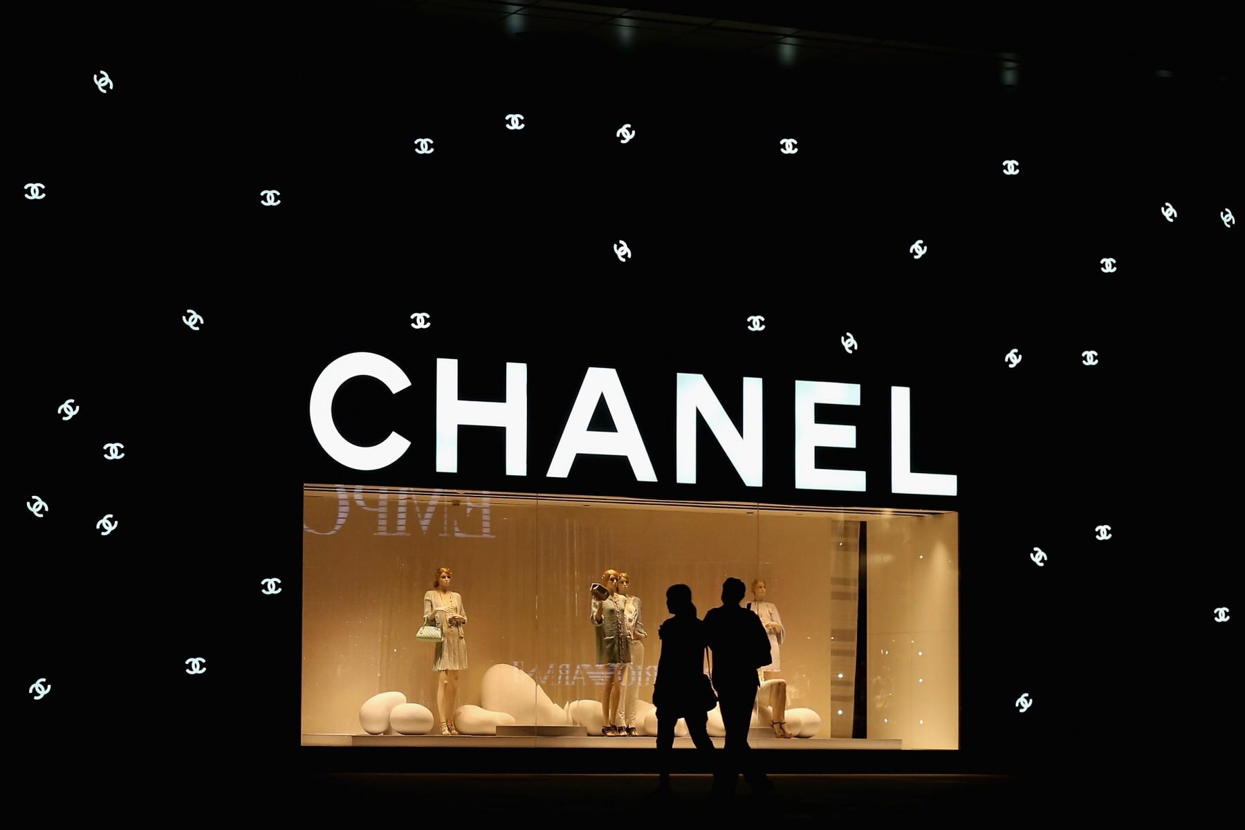 Lavorare in una boutique di Chanel • Rivista Studio