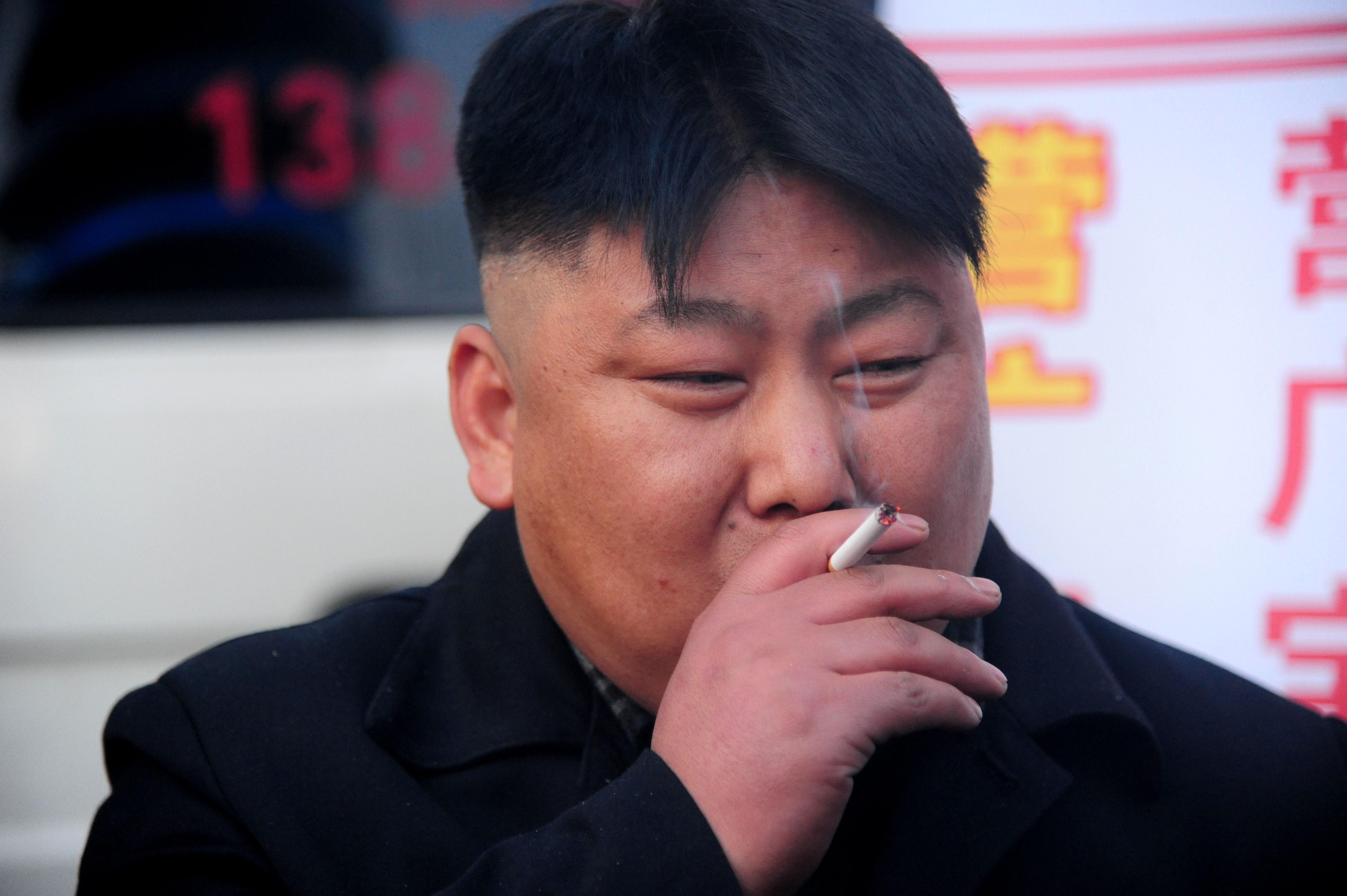 un non fumatore che risale un fumatore