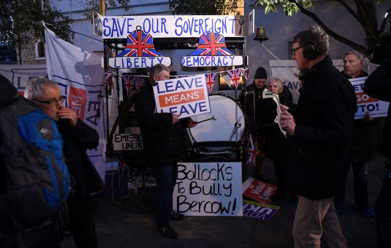 Brexit, il governo resta in carica: cosa succede adesso