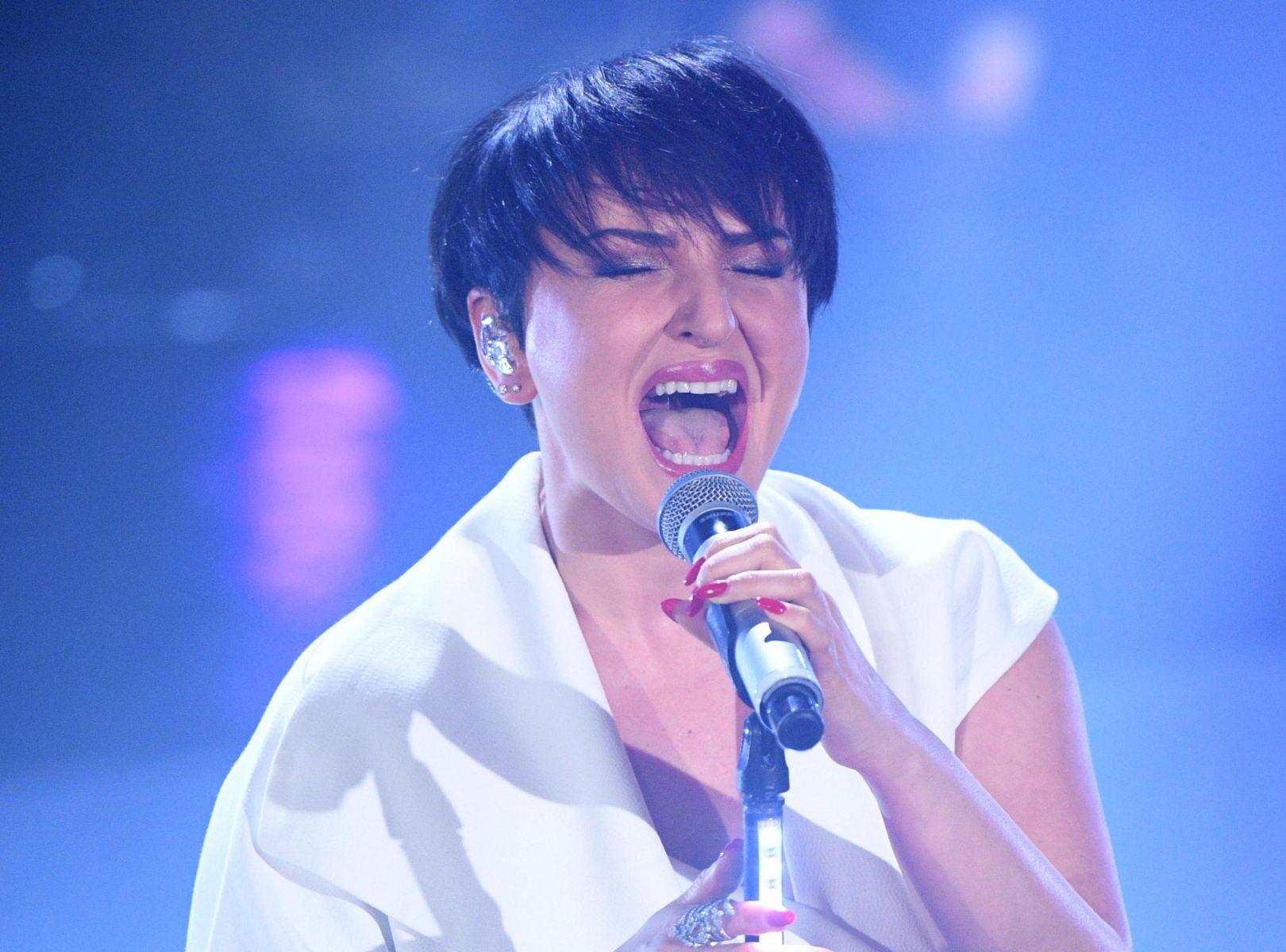 Sanremo 2019, Arisa canta con 39 di febbre e si commuove