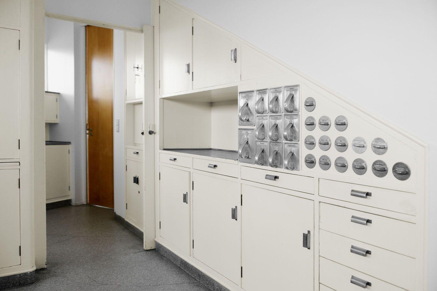 Storia dimenticata della designer che inventò la cucina ...
